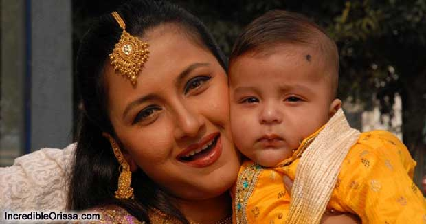 rachana banerjee with son photo