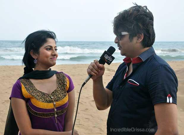 Babushan and Jhilik in film Lekhu Lekhu Lekhideli