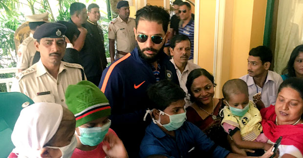 Yuvraj Singh meets cancer patients