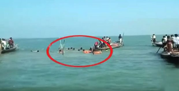Boat capsizes in Chilika lake