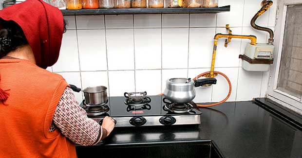 cooking gas through pipe