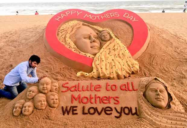 Mother's Day sand art by Sudarsan Pattnaik