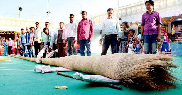 odisha farmer made 43-feet-long broom